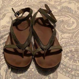 Chaco size 6 Womens olive leather sandals